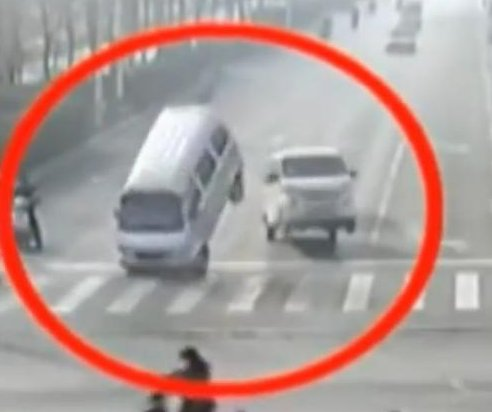 Fallen cable, street cleaner to blame for seemingly levitating cars