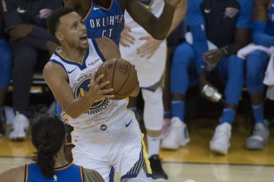 Warriors look to extend 15-game winning streak over Suns