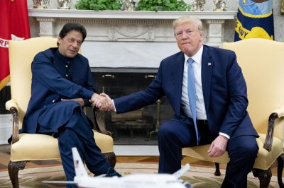 Trump hosts Pakistani PM, says he has plan to end Afghan conflict