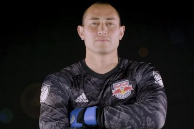 Inter Miami signs free agent goalie Luis Robles