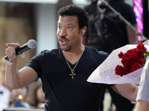 Lionel Richie extends world concert tour; adds summer dates