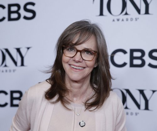 Sally Field calls her 'Menagerie' matriarch 'the female Hamlet'