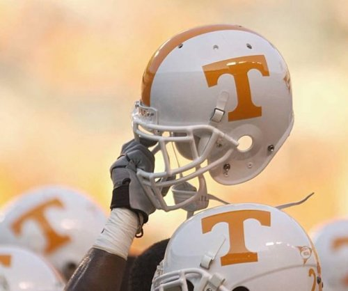 Tennessee hires Weinke as RBs coach