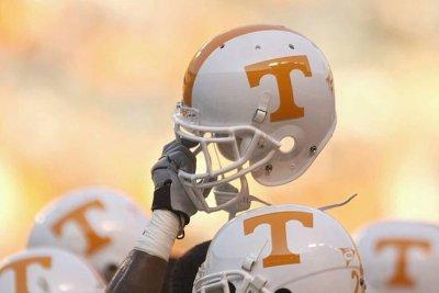 Tennessee hires Weinke as RBs coach