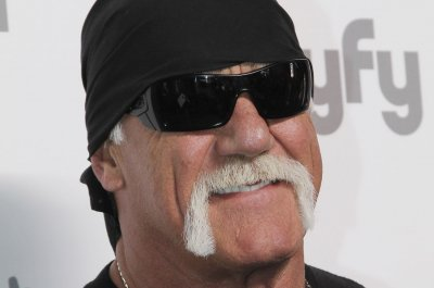 Hulk Hogan re-added to WWE Hall of Fame, meets with roster