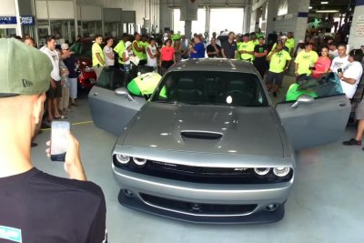 Team breaks Guinness record by tinting 438 car windows