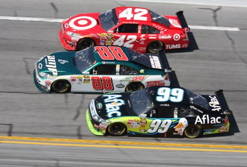 Holes halt Daytona 500 a second time