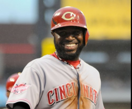 Cincinnati Reds 2B Brandon Phillips leaves game with finger injury