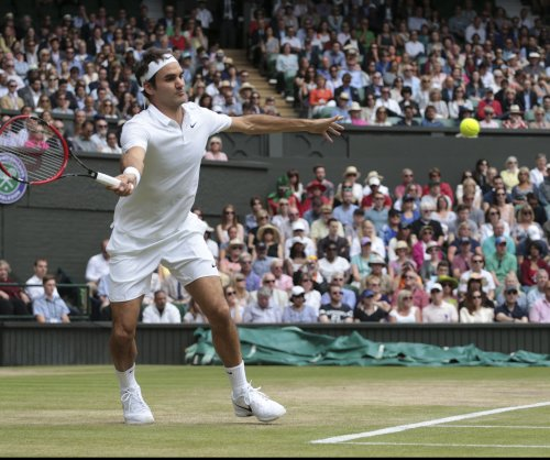 Roger Federer moves into 14th Wimbledon quarters