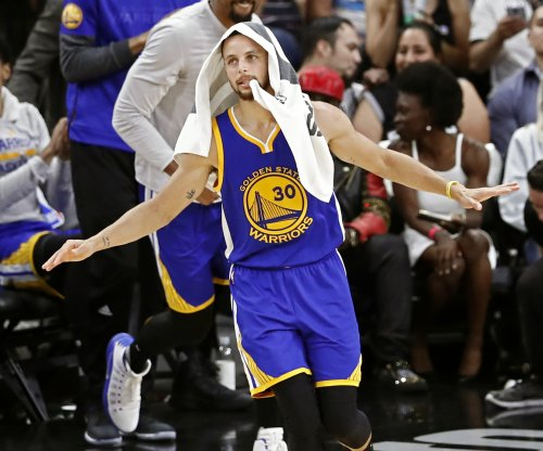 Stephen Curry puts Marcin Gortat on skates with fake-out bonanza