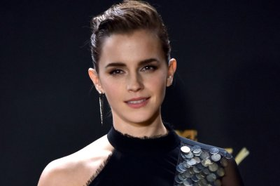 Asia Kate Dillon presents first, 'genderless' MTV Award to Emma Watson