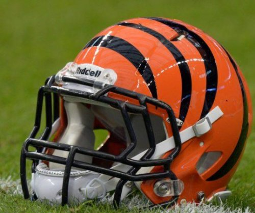 Bengals OT Hart denies quitting on Giants