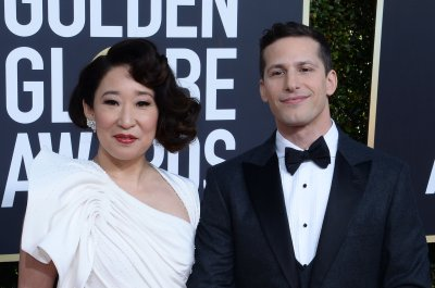 Sandra Oh, Andy Samberg kick off the Golden Globes