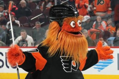 Philadelphia Flyers mascot 'Gritty' reveals All-Star luggage