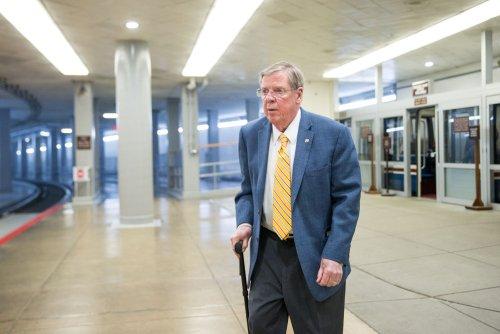 Sen. Johnny Isakson breaks ribs in D.C. fall