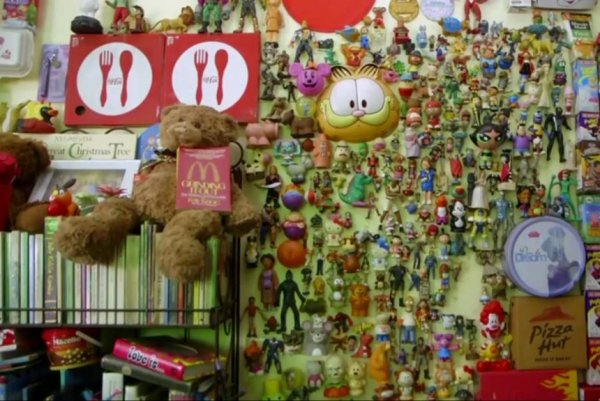 Philippines man collects 20000 fast food toys jpg?lg=2.