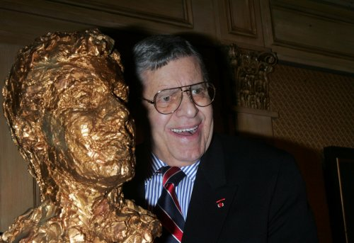Jerry Lewis, 86, collapses from low blood sugar