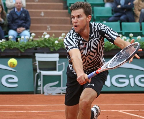 Dominic Thiem upsets Roger Federer in Mercedes semifinals