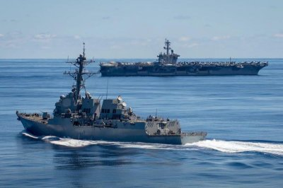 Aircraft carrier USS Carl Vinson arrives in Hawaii