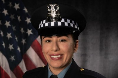 One Chicago police officer killed, one critically injured in shooting at traffic stop
