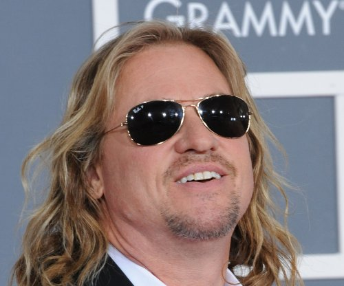 Val Kilmer says he did not have surgery to remove a throat tumor