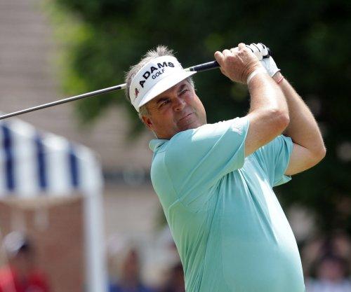 Kenny Perry recovers to earn share of lead at U.S. Senior Open