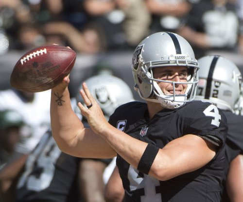 Fantasy Football: Oakland Raiders QB Derek Carr removed from injury report, will start