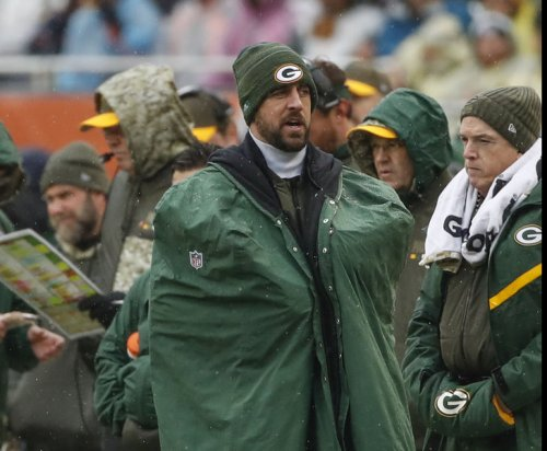 Awaiting Aaron Rodgers' return, Green Bay Packers keep playoff hopes alive