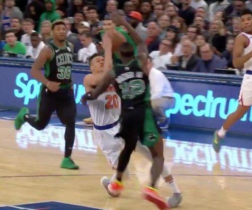 Knicks rookie Kevin Knox sprains ankle vs. Celtics