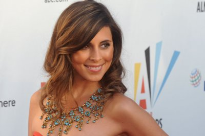 Jamie-Lynn Sigler marries Cutter Dykstra; Lance Bass officiates ceremony