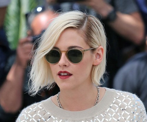 Kristen Stewart's film 'Personal Shopper' booed at Cannes