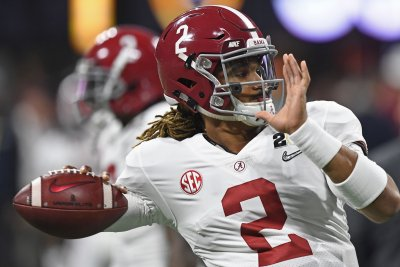 CFB Roundup: Hurts lifts Alabama; Clemson coasts