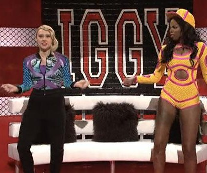 Kate McKinnon mocks Iggy Azalea's media feuds on 'SNL'