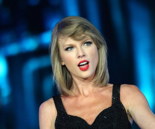 Taylor Swift surprises fans with hand-written thank you notes