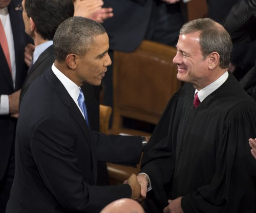 Supreme Court justice Roberts uses sign language to swear in deaf lawyers