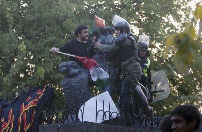 London pulls staff from Iran