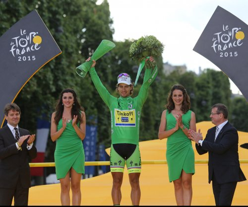 Tour de France: Peter Sagan wins photo finish, Chris Froome retains lead