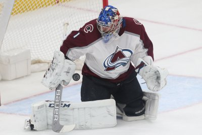Avalanche visit Blackhawks clinging to playoff spot