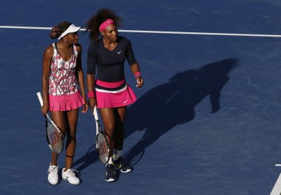 Williams sisters advance at Sony Open
