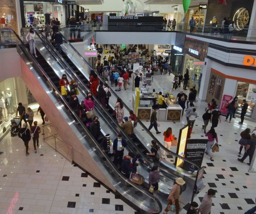 Retail trade group predicts record holiday sales growth