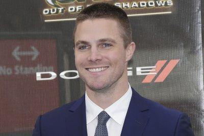 The CW moving 'Arrow' to Thursdays, 'Legends of Tomorrow' to Tuesdays
