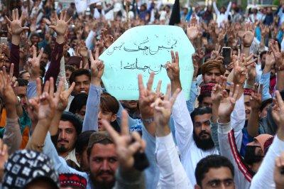 3 dead, 15 hurt in clash between Pashtun activists, Pakistani military