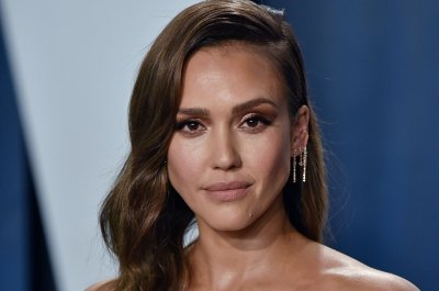 Jessica Alba to star in Netflix thriller 'Trigger Warning'