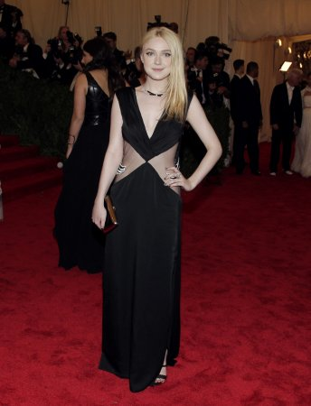 Dakota, Elle Fanning, sister actresses, growing apart, says report