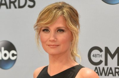 Jennifer Nettles, Idina Menzel perform duet of 'Let It Go'