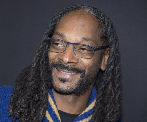 Martha Stewart, Snoop Dogg among stars lining up to play '$100,000 Pyramid'