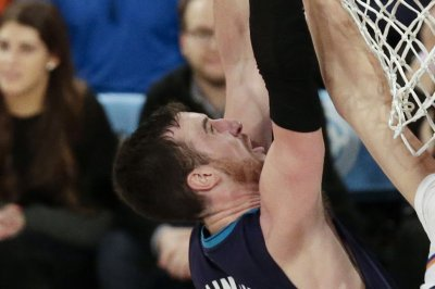 Former Charlotte Hornets forward Frank Kaminsky signs with Phoenix Suns