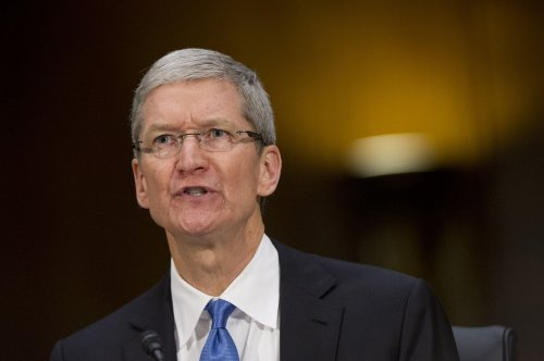 Tim Cook gives himself $4M pay hit for poor share performance