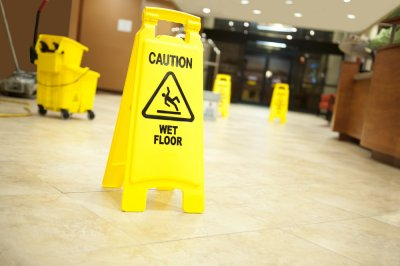 Police: 'Aggressive' hotel mopping led to arrest