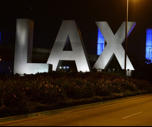 LAX agrees to allow Uber, other pickup services to shuttle passengers